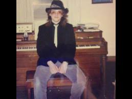kenneth-udut-at-piano-with-fedora